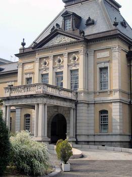 府庁舎.jpg