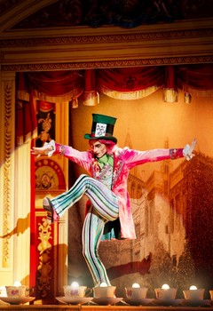 Steven-McRae-as-The-Mad-Hatter-inAlices-Adventures-in-Wonderland-Photo-ROH-Johan-Persson-700x1017.jpg